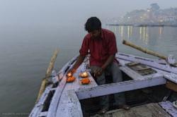 Fotografii s jekskursii po Gangu na lodke. Istorija svjashhennogo goroda Varanasi.