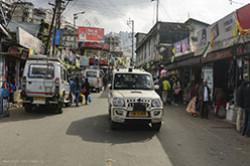 V otchet «Kak dobrat'sya iz Varanasi v Dardzhiling» mozhno uznat', kak poluchit' permit dlya poseshcheniya shtata Sikkim. My, ktati, oformili ego predvaritel'no cherez Internet.