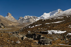 Na granitse Indii i Kitaia vysoko v Gimalaiakh nakhoditsia Nulevaia tochka Zero Point Moia pervaia vysota 4600 metrov Posmotrite krasoty radi kotorykh sledoval ekhat v gory.